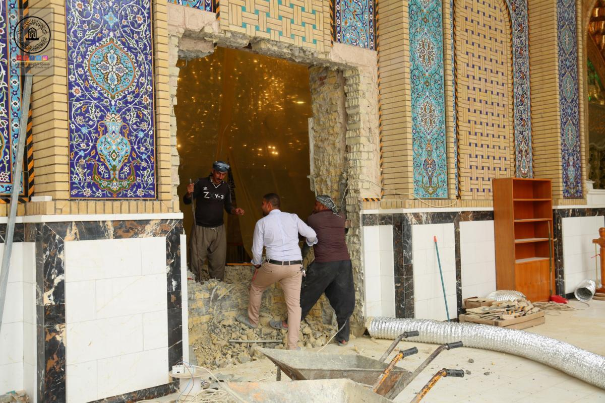 Engineering Cadres open new doors for Moslem's bin Aqeel (AS) Holy Shrine to facilitate Entering of visitors