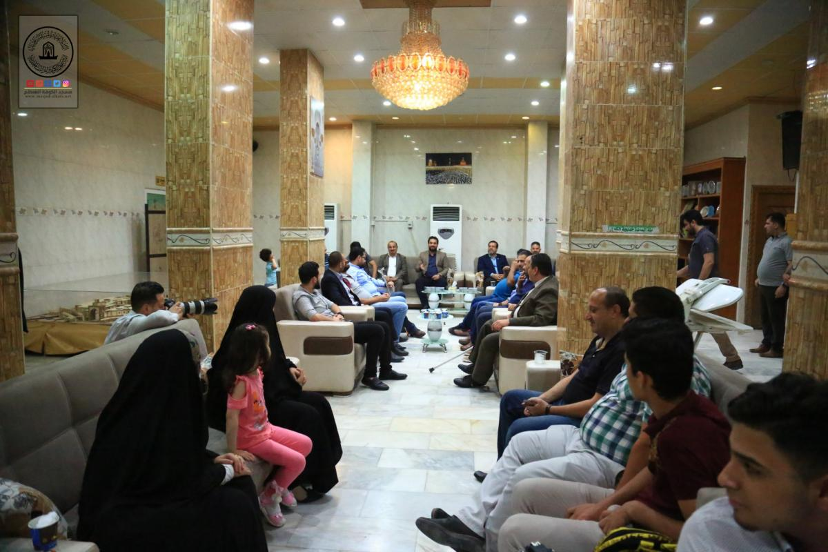 Alkufa Grand Mosque hold iftar banquet for Annajaf media figures at Assafeer's guest house