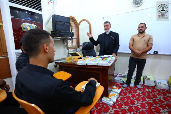 Alkufa Grand Mosque Secretariat opens class of fifth grade at Assafeer Center for Eradication of illiteracy