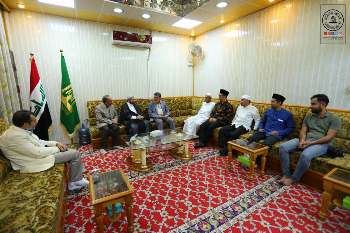 Delegation of Indonesian Forum for Quran Reciters and Memorizers honored by paying a visit to Alkufa Grand Mosque