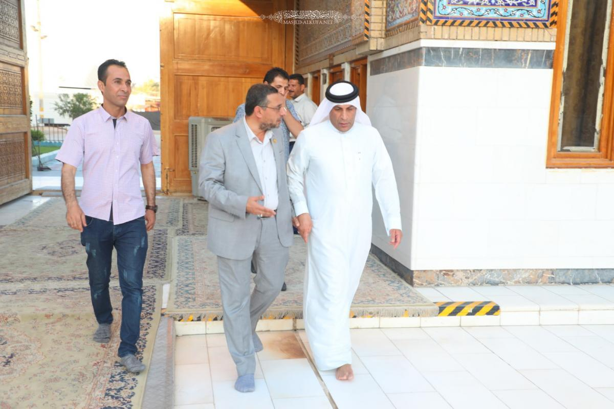 Bahraini Consul honored by paying a visit to Alkufa Grand Mosque and holy shrines attached to it