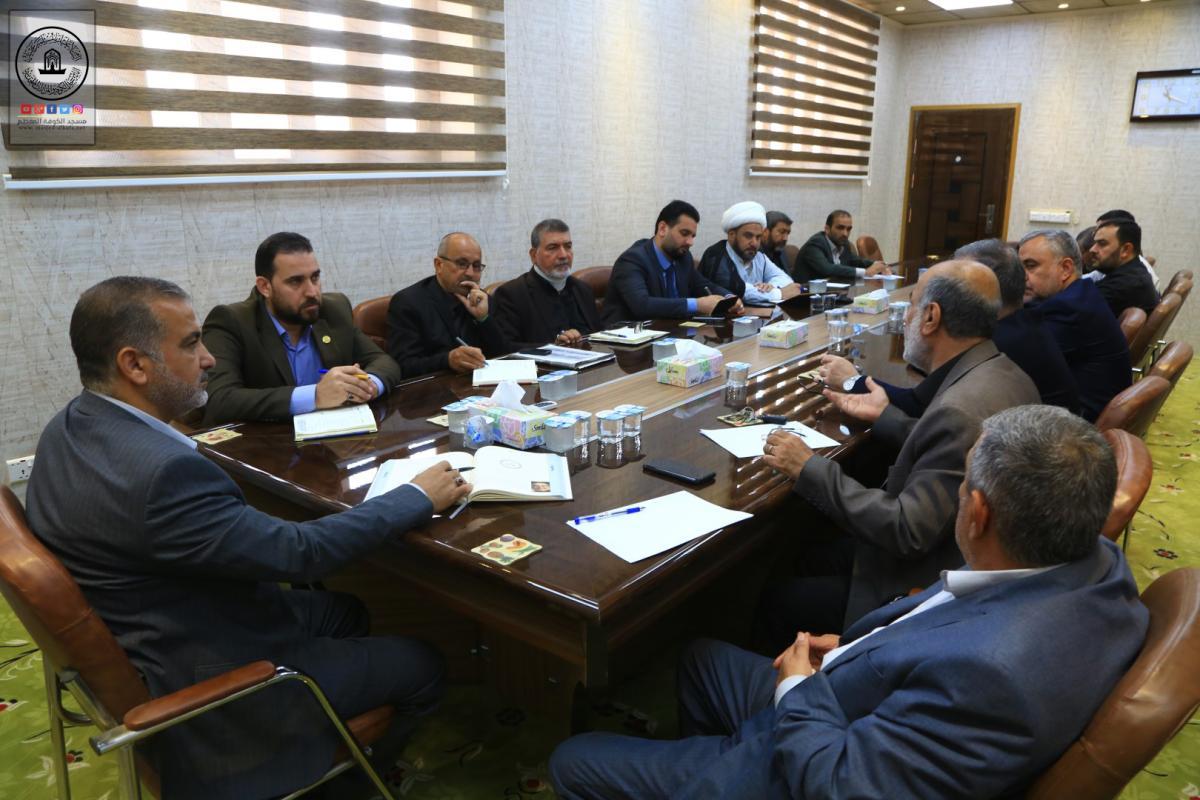 لمناقشة استعدادات الفعاليات القرآنية والثقافية أمين مسجد الكوفة يجتمع مع مسؤولي الاقسام