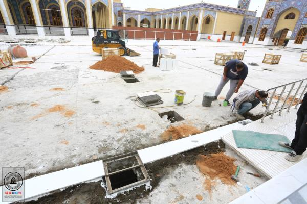 استمرار العمل بتبديل المرمر المتضرر في صحن مسلم بن عقيل (عليه السلام)
