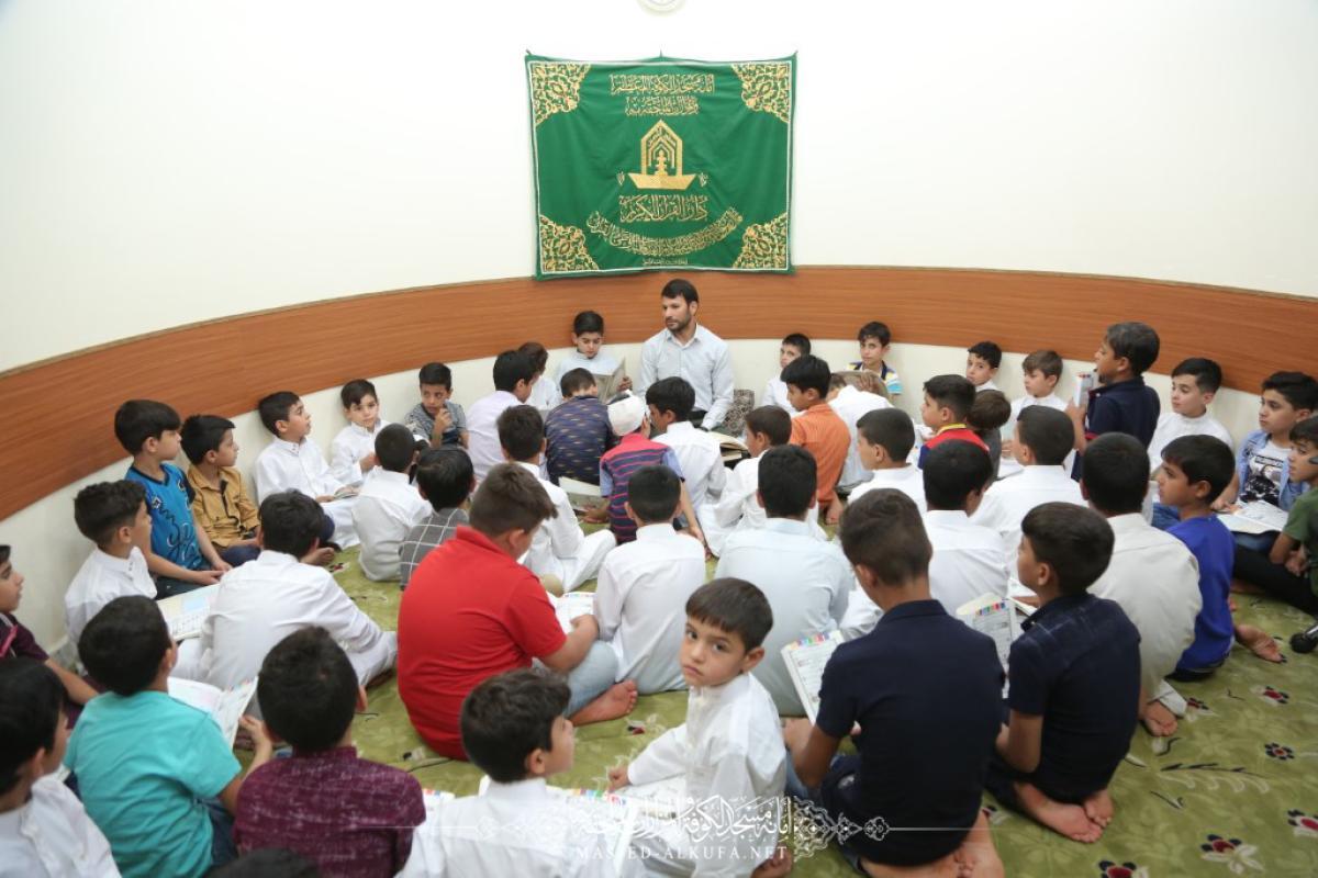براعم السفير يواصلون حضورهم في مسجد الكوفة المعظم لتعلم قراءة وتلاوة القرآن الكريم
