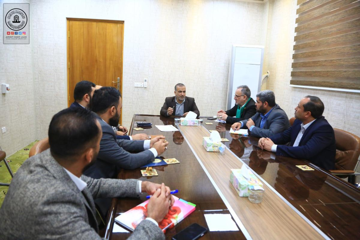 أمانة مسجد الكوفة تناقش الاستعدادات لمسابقة السفير الدولية للخط العربي في 12 من رجب