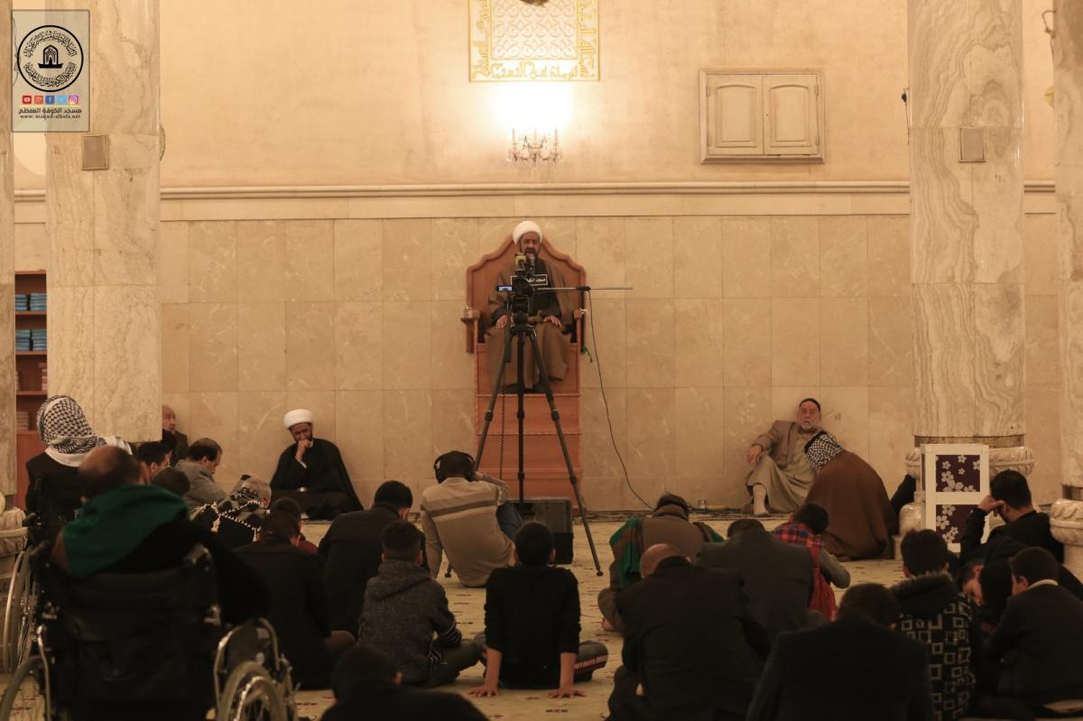 المؤمنون يحيون ذكرى شهادة الزهراء (عليها السلام) في مسجد الكوفة المعظم