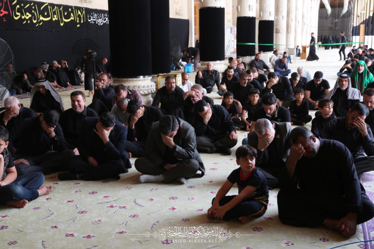 مجلس العزاء في مسجد الكوفة المعظم .. علي الأكبر مدرسة أخلاقية للشباب