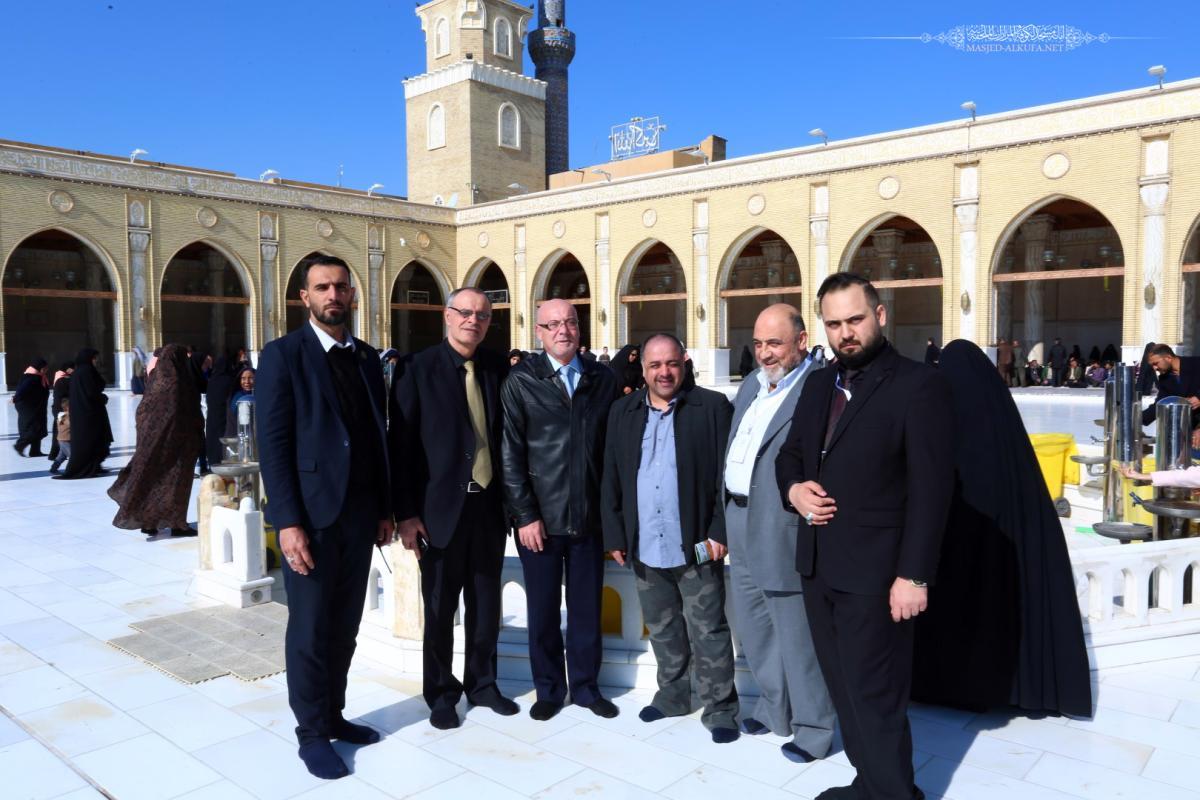 وفد من نقباء اطباء  الاسنان من  سوريا و من قطر ومن العراق يتشرفون بزيارة مسجد الكوفة المعظم والمزارات الملحقة .