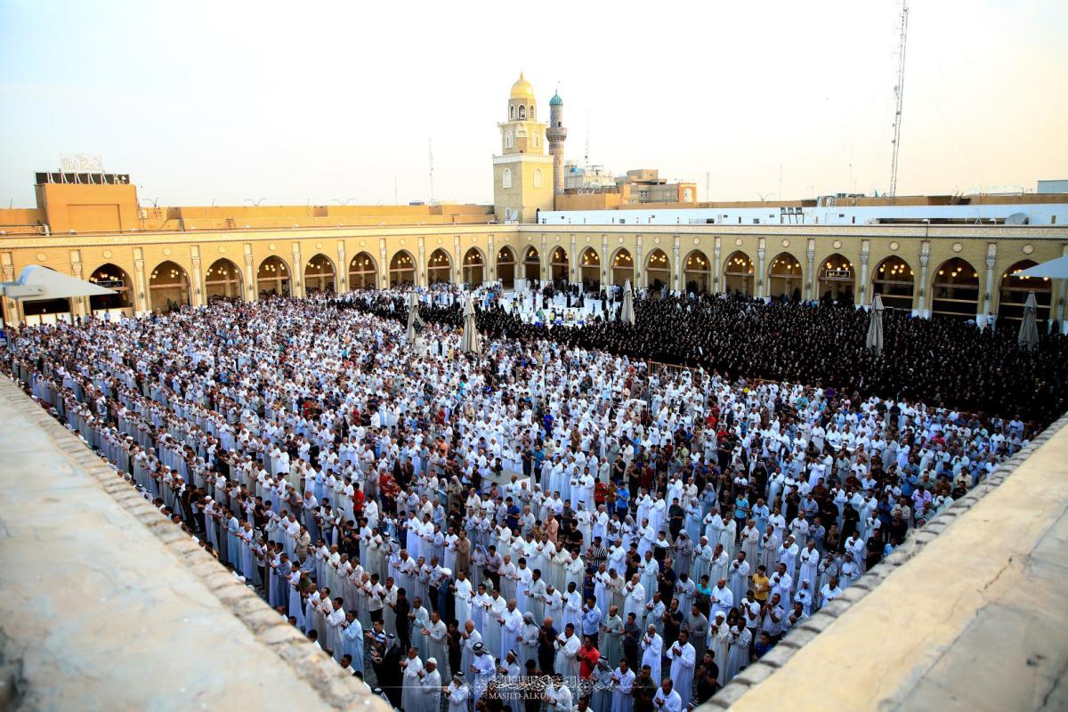 بالصور .. صلاة عيد الفطر المبارك في مسجد الكوفة المعظم بإمامة وكيل المرجعية الدينية العليا