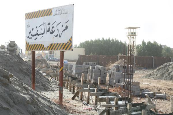 القسم الهندسي في امانة مسجد الكوفة يباشر بمشروع بناء سياج حديدي لمزرعة السفير الأولى