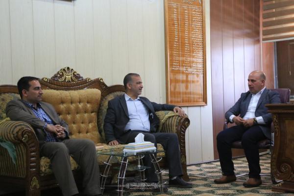 أمين مسجد الكوفة يهنئ مدير بلدية الكوفة الجديد ويبحث معه آليات التعاون