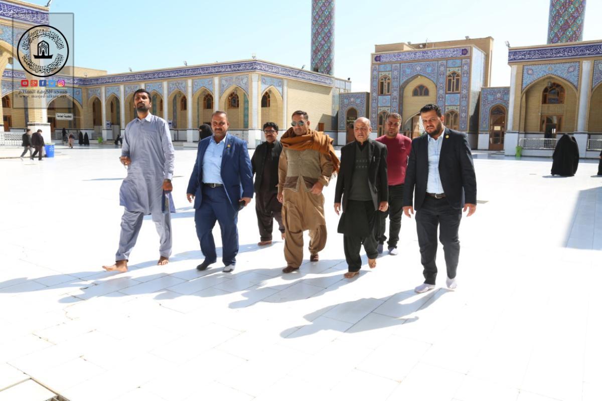 وفود أجنبية إسلامية تتشرف بزيارة مسجد الكوفة المعظم والمراقد الطاهرة جواره وتطلِّع على معالمها التراثية والتأريخية
