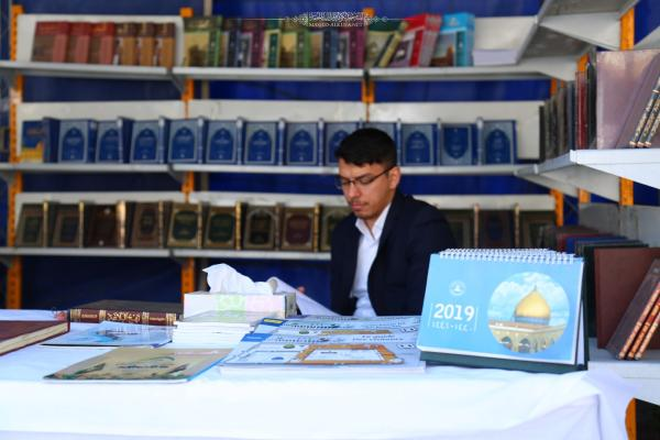 النتاجات الثقافية والمعرفية لأمانة مسجد الكوفة تصل الى الطلبة والباحثين في معرض الكتاب للجامعة الإسلامية خلال اسبوعها الثقافي