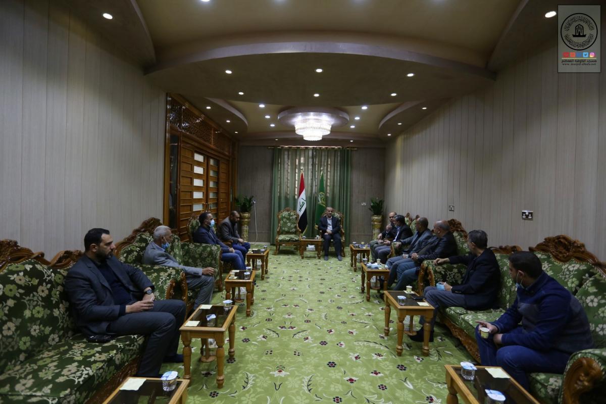 أمانة مسجد الكوفة تناقش مع مختصين مراقبة ومعالجة التصدعات في جدران المسجد
