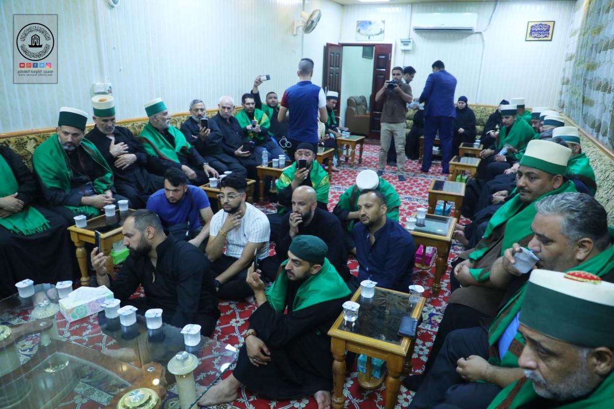 رئيس الطائفة القادرية في ألمانيا وعدد من المستبصرين يتشرَّفون بزيارة مسجد الكوفة المعظَّم والمراقد الطاهرة جواره ويطَّلعون على معالمها التراثية