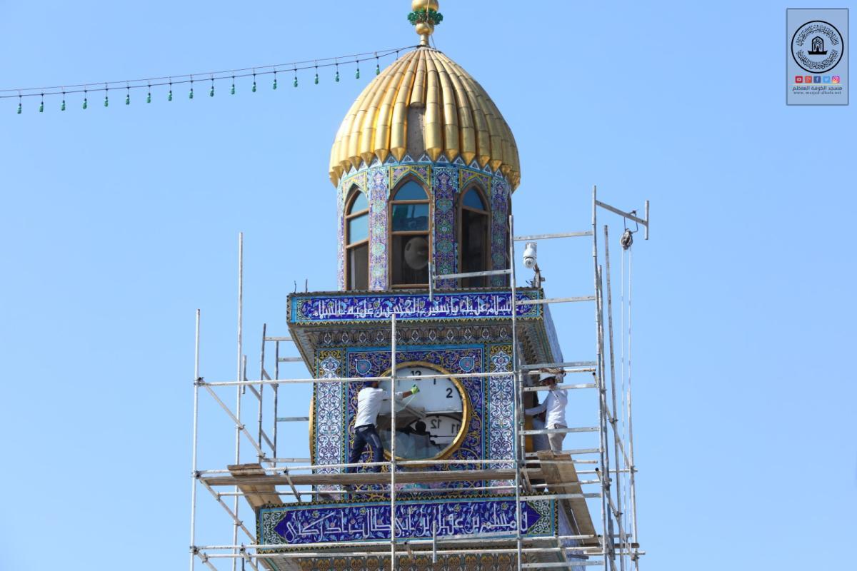 المباشرة بترميم الكاشي الكربلائي حول مأذنة الساعة في مسجد الكوفة المعظم وصيانتها