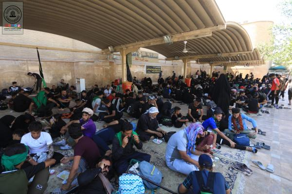 زوار الأربعين يحطون رحـالهم في مسجد الكوفة المعظم .. ثم يسيروا الى كعبة الاحرار كربلاء المقدسة
