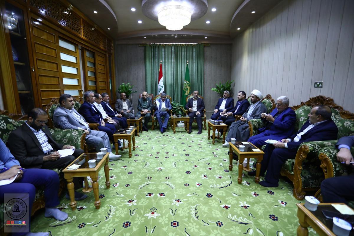 لمناقشة النشاطات والمشاريع في المرحلة المقبلة أمين مسجد الكوفة يجتمع بمسؤولي الأقسام والشعب