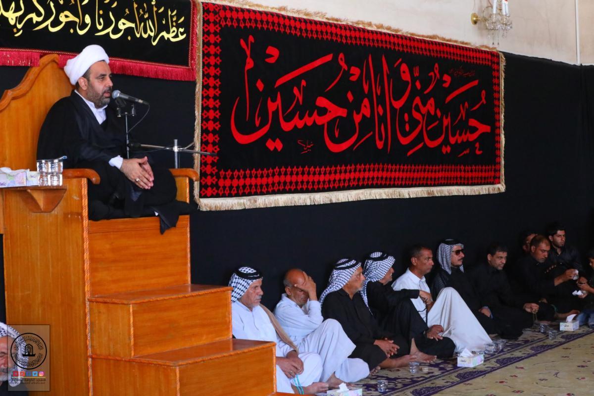 مجلس العزاء الحسيني في يومه التاسع بمسجد الكوفة المعظم واستذكار شهادة نجل الإمام الحسين في معركة الطف علي الأكبر (عليهما السلام)