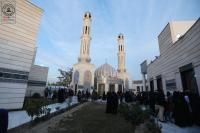 امانة مسجد الكوفة واهالي المدينة يحتفلون في مسجد الحمراء بذكرى ولادة الزهراء (ع) وافتتاح الشباك الجديد لمقام النبي يونس (ع)