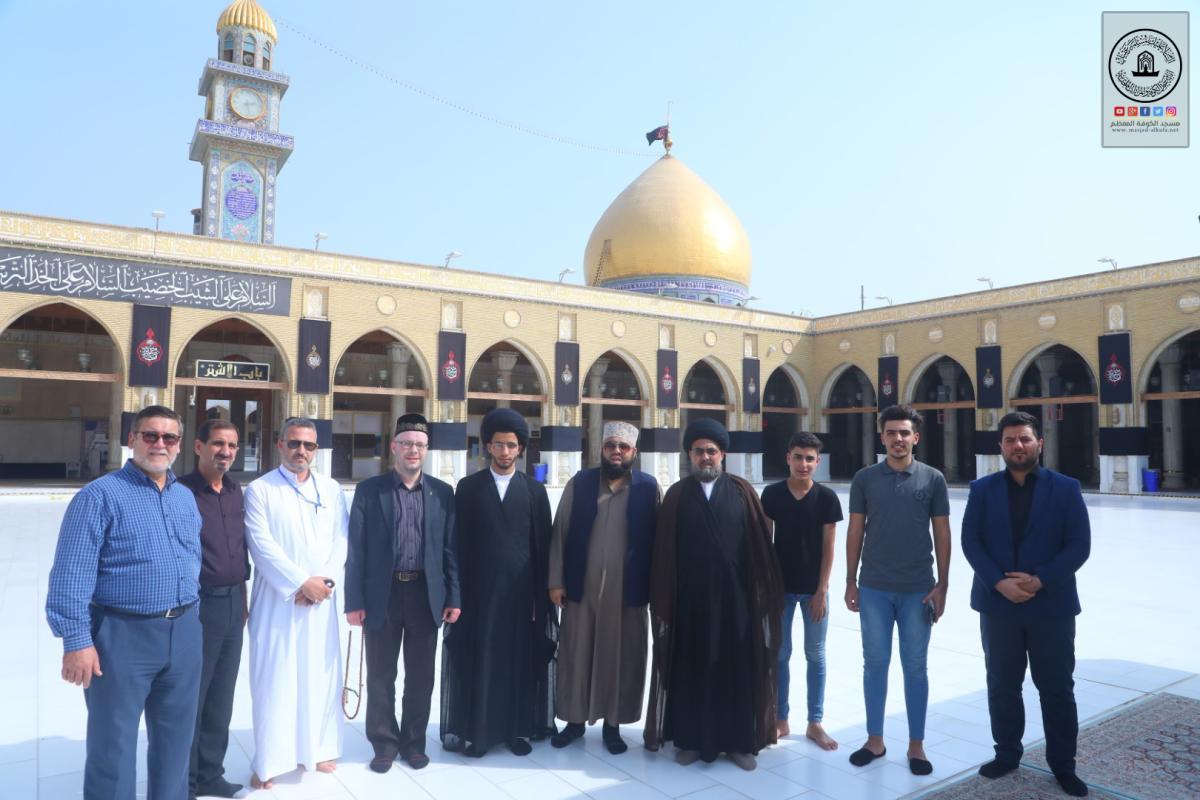 وفد بريطاني مسلم يزور مسجد الكوفة المعظم ويشيد بجهود الامانة في الحفاظ على التراث الإسلامي