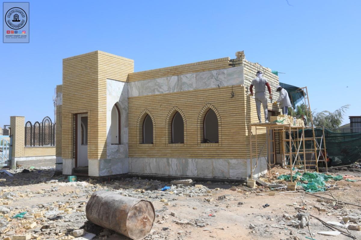 الكوادر الهندسية والفنية في أمانة مسجد الكوفة المعظم تواصل العمل بمشروع بوابة الإمام علي (عليه السلام) مقابل دائرة البريد