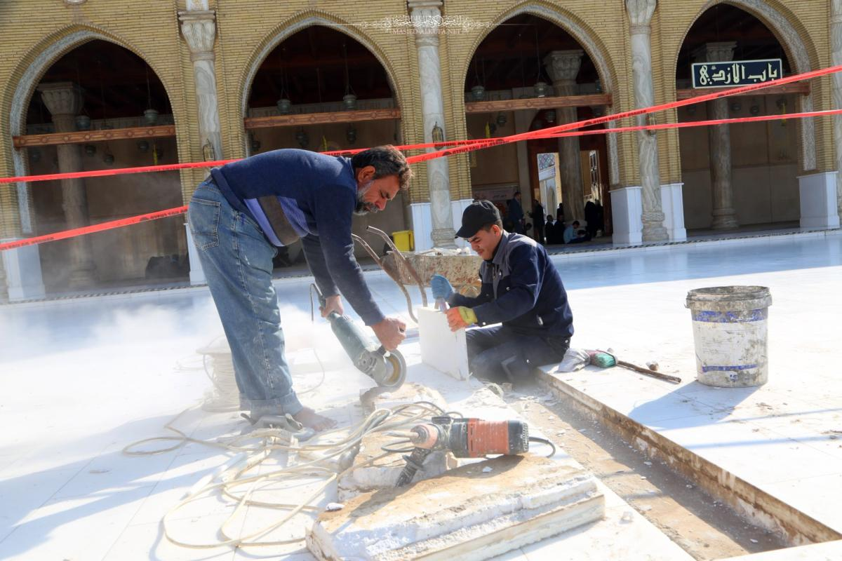 الكوادر الفنية والهندسية تشرع بصيانة باحة المسجد المعظم