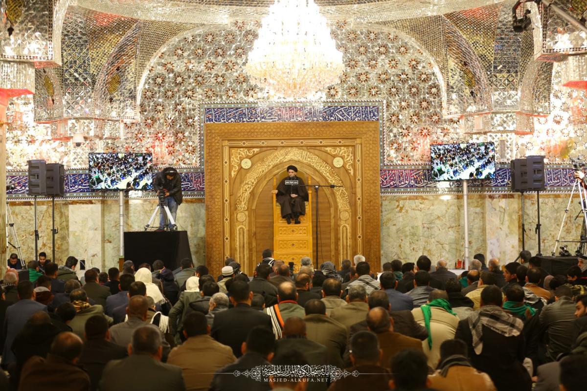 المؤمنون يحيون ذكرى شهادة الزهراء في مسجد الكوفة بمجلس عزاء كبير