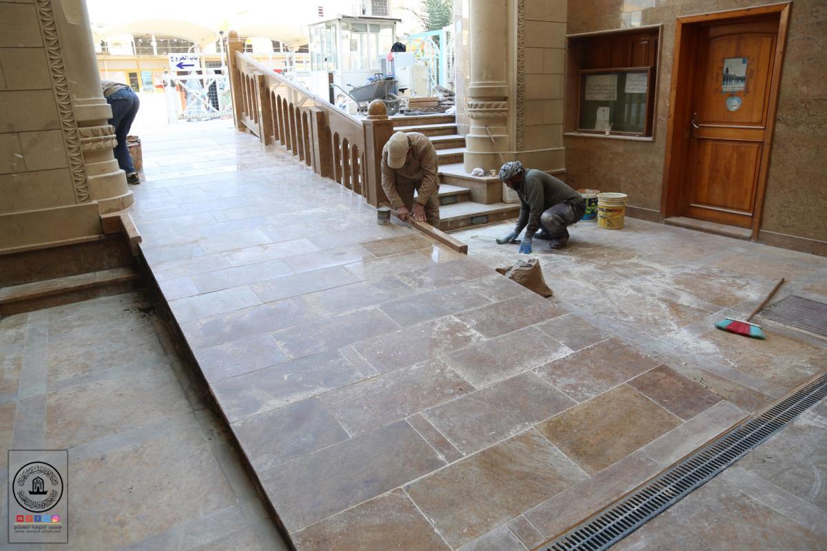 الانتهاء من صيانة ارضية باب الرحمة في مسجد الكوفة المعظم لافتتاحها امام الزائرين