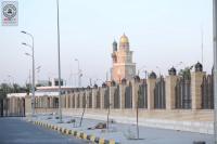 المباشرة نصب الفوانيس على السياج الامني الممتد بين مرقدي التمار وخديجة (عليهما السلام)