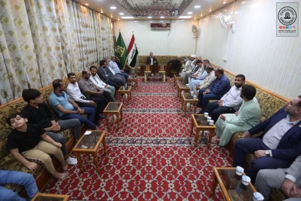 ملتقى أبو طالب الثقافي يكرِّم أمين مسجد الكوفة ورؤساء الأقسام لجهودهم في خدمة الزائرين