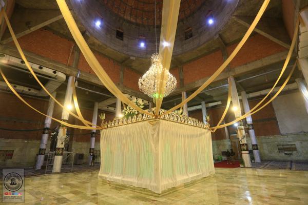 بحضور وفد أمانة مسجد الكوفة افتتاح الشبَّاك الجديد لمزار السيدة شريفة بنت الإمام الحسن (عليهما السلام)