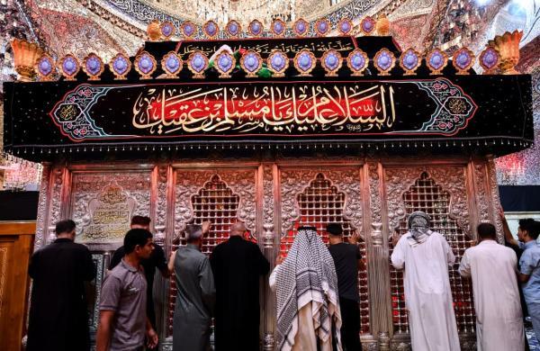 المؤمنون يتوافدون على مرقد الإباء والتضحية مرقد مسلم بن عقيل (عليه السلام) في ذكرى شهادته
