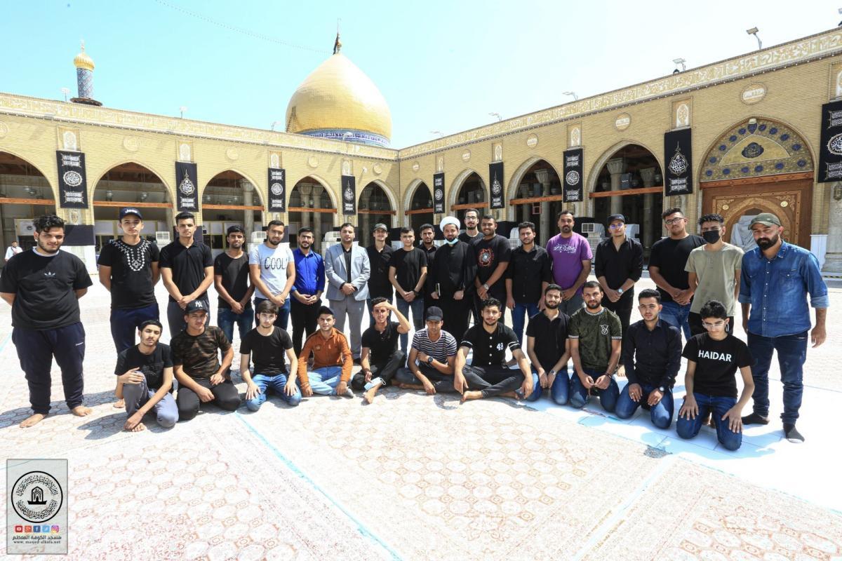 وفد طلابي من مختلف الجامعات العراقية يتشرفون بزيارة مسجد الكوفة ويطلعون على معالمه الثراثية
