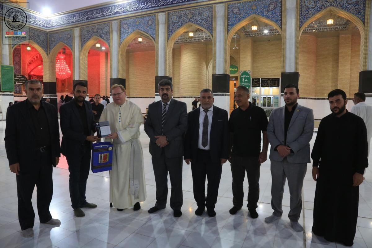 ممثل الفاتيكان وزير الاديان في هنكاريا برفقة رئيس جامعة واسط يتشرَّف بزيارة الأضرحة المقدسة في مدينة الكوفة العلوية ويطلع على معالمها التراثية