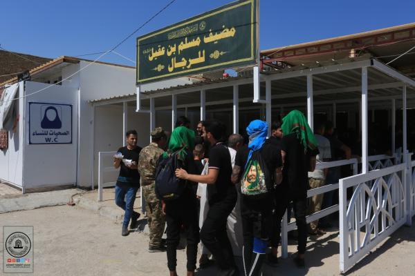 مضيف السفير يواصل توزيع الطعام على زوار الاربعين صباحاً ومساءً