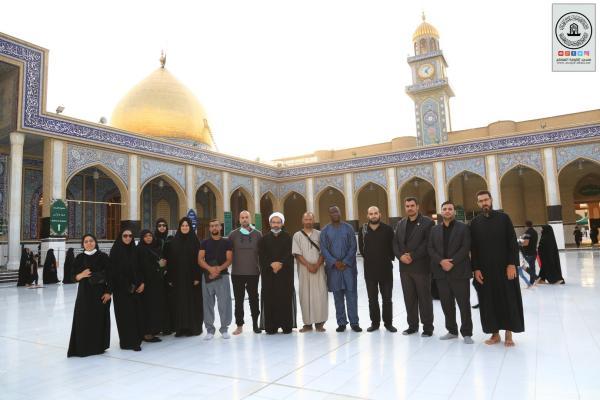 وفد فرنسي مستبصر برفقة مدرسة الإمام الخوئي في باريس يتشرف بزيارة مسجد الكوفة المعظم والمراقد الطاهرة جواره