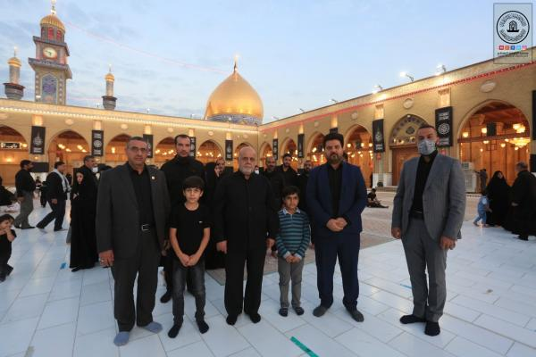 السفير الإيراني في بغداد والوفد المرافق له يتشرف بزيارة مسجد الكوفة المعظم