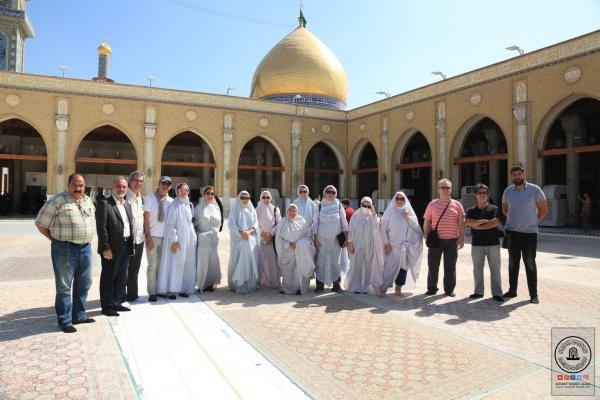 وفد اسباني مسلم يتشرَّف بزيارة مسجد الكوفة المعظم ويطلِّع على معالمه التراثية
