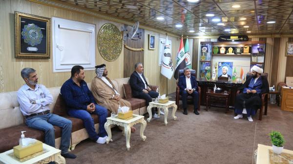 تثميناً للتعاون وفد أمانة مسجد الكوفة المعظم يكرِّم قيادة فرقة الإمام علي (عليه السلام) القتالية