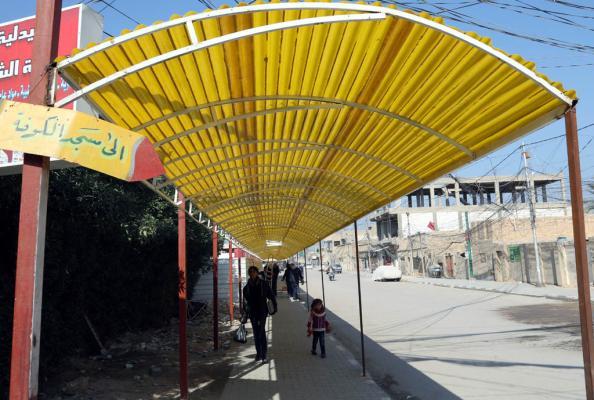 نصب مظلات ثابتة في طريق زائري مسجد   الكوفة