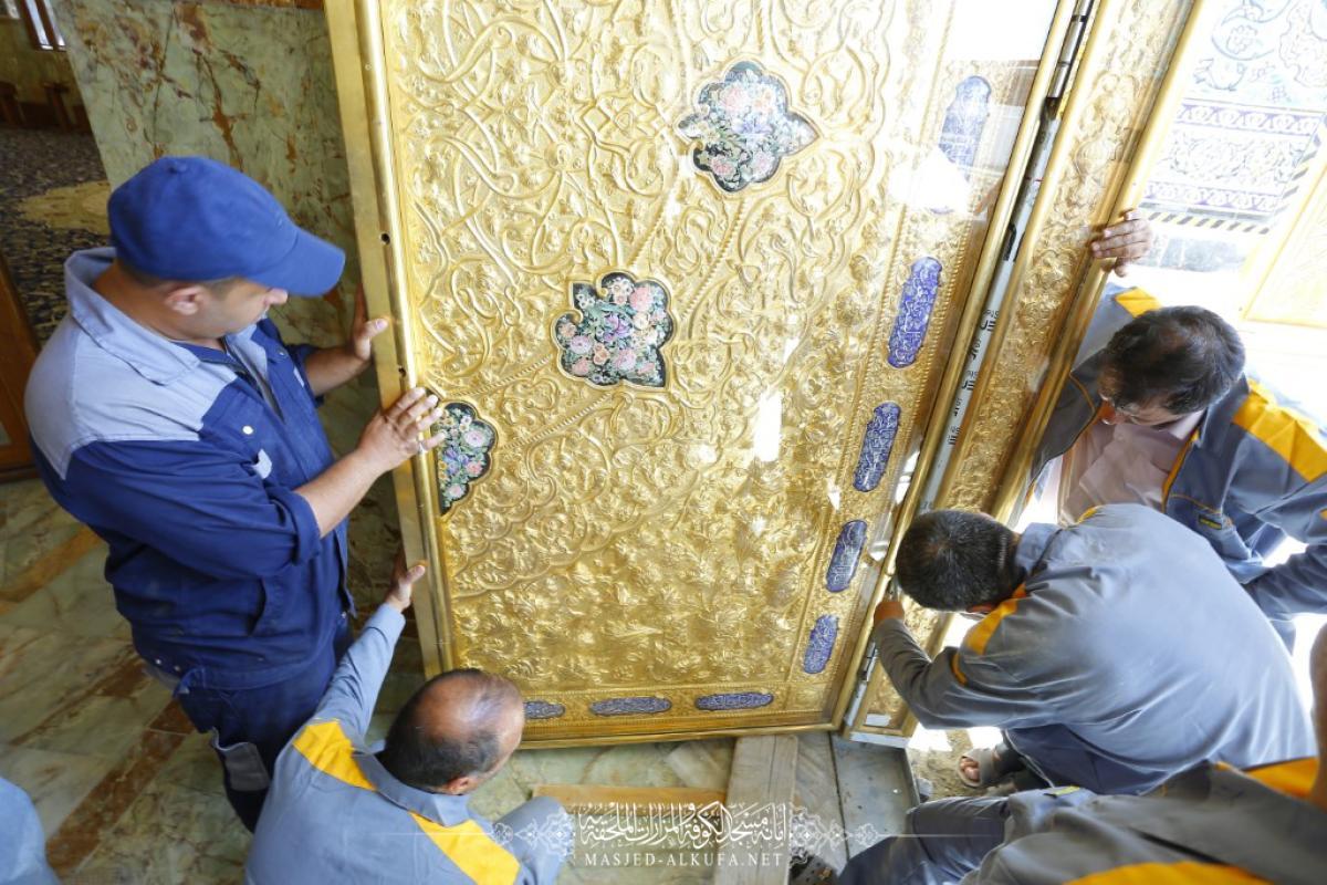 تنصيب الأبواب الجديدة ووضع صندوق الخاتم لمرقد السفير مسلم بن عقيل (عليه السلام)