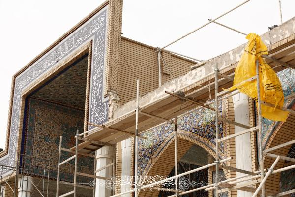 الكوادر الهندسية تشرع بصيانة الكتيبة القرآنية داخل وخارج صحن السفير مسلم بن عقيل (عليه السلام)