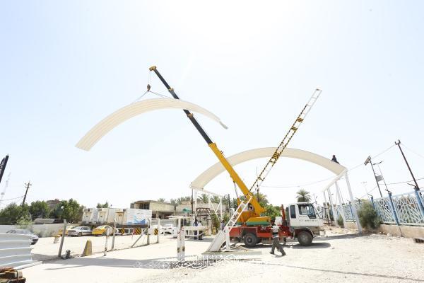 القسم الهندسي في أمانة مسجد الكوفة المعظم ينجز مسقَّف البوابة الرئيسية