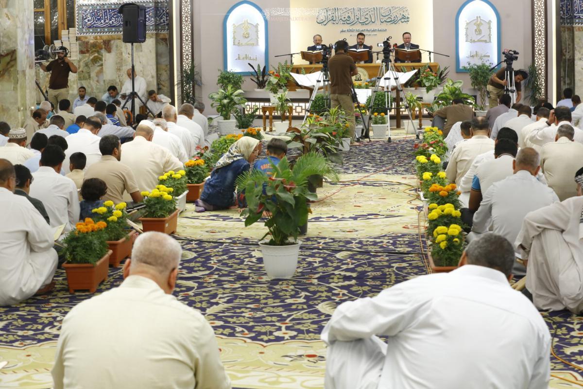 استمرار الجلسه القرانيه لليلة الثامنة في مسجد الكوفة المعظم