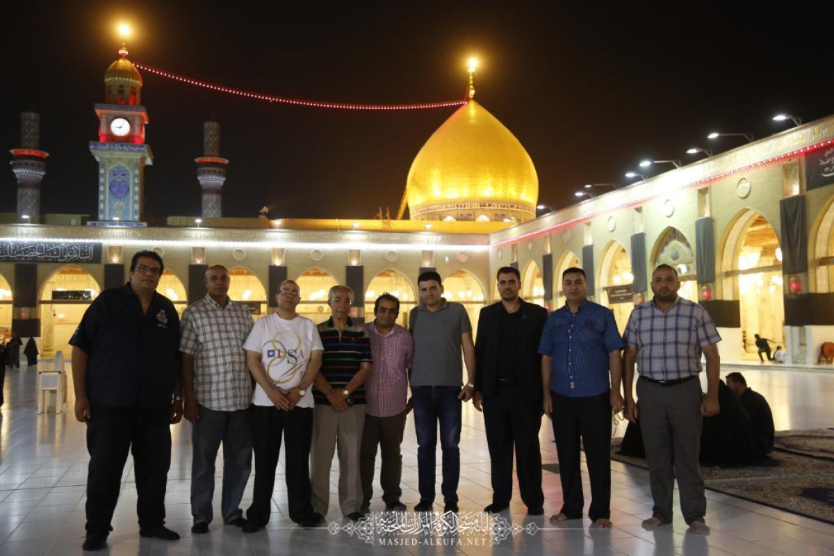 وفد من صيادلة مصر يتشَّرف بزيارة مسجد الكوفة المعظم والمراقد الطاهرة جواره ويشيد بالإعمار وتطوير الخدمات المقدمة للزائرين