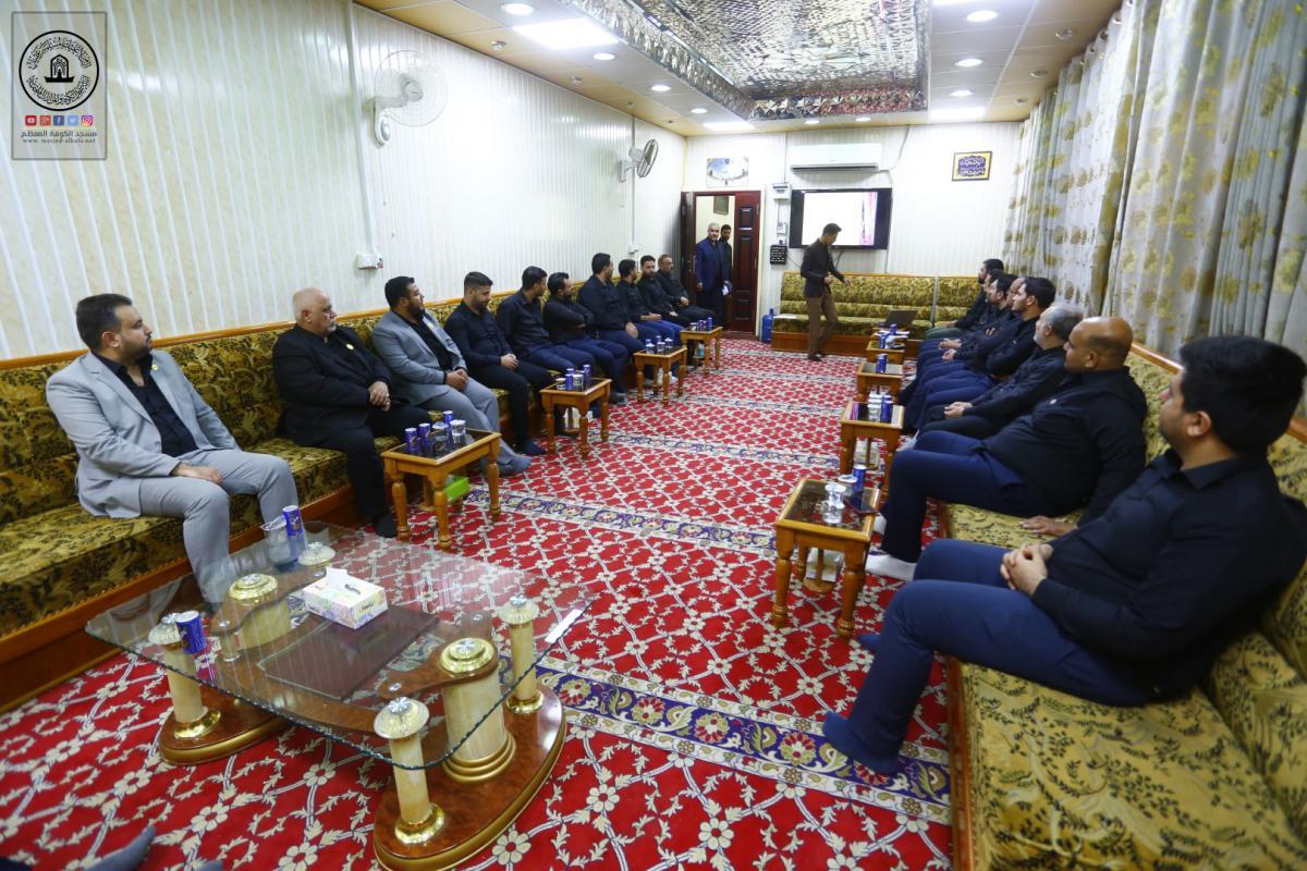 امانة مسجد الكوفة تقيم دورات تطوير القدرات وكيفية التواصل مع الآخرين لمنتسبيها