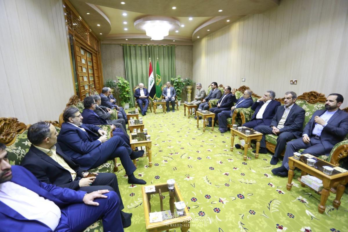 أمين مسجد الكوفة يستقبل وزير خارجية الجمهورية الإسلامية والوفد المرافق له