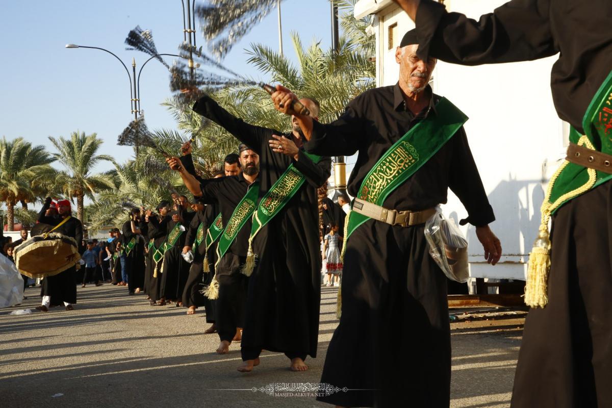 مواكب أهالي الديوانية تتوافد على مدينة الكوفة العلوية إحياءً لذكرى شهادة مسلم بن عقيل (عليه السلام)