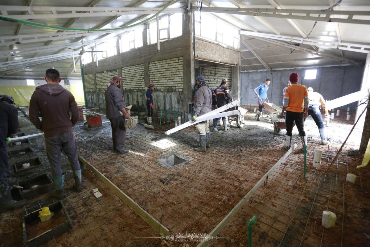بالصور .. استمرار العمل بمشروع انشاء الصحيات مقابل باب الحجَّة لمسجد الكوفة المعظم